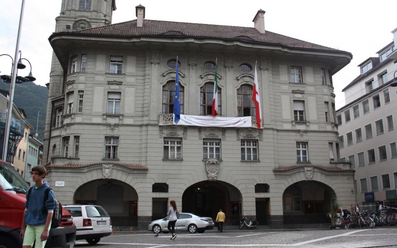 Il Rathaus, il municipio di Bolzano, realizzato nel 1907 da Wilhelm Kürschner