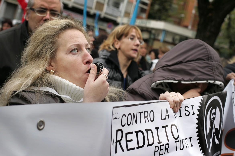 Una manifestazione per chiedere il reddito di cittadinanza