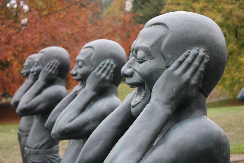 I guerrieri di terracotta contemporanei dell'artista cinese Yue Minjun