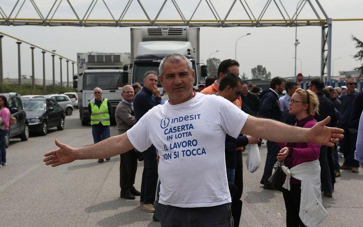 La protesta dei lavoratori Indesit a Carinaro (Caserta)