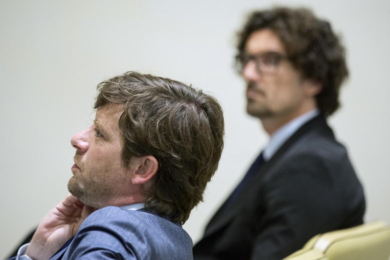 Pippo Civati ieri a Roma, sullo sfondo il deputato M5S Danilo Toninelli