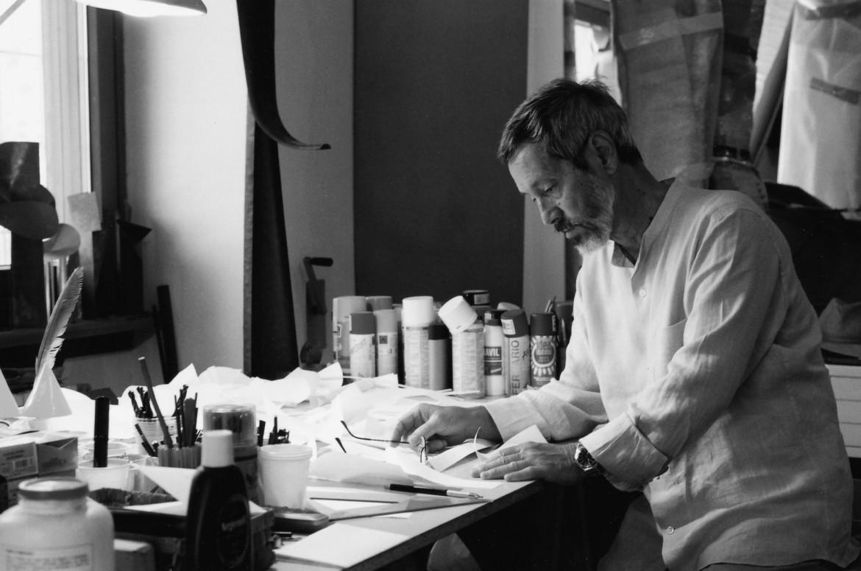 Carlo Lorenzetti nel suo studio
