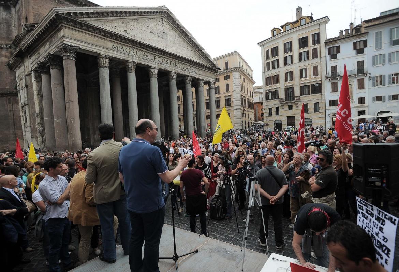 Un'immagine del presidio al Pantheon di Roma contro la riforma della scuola