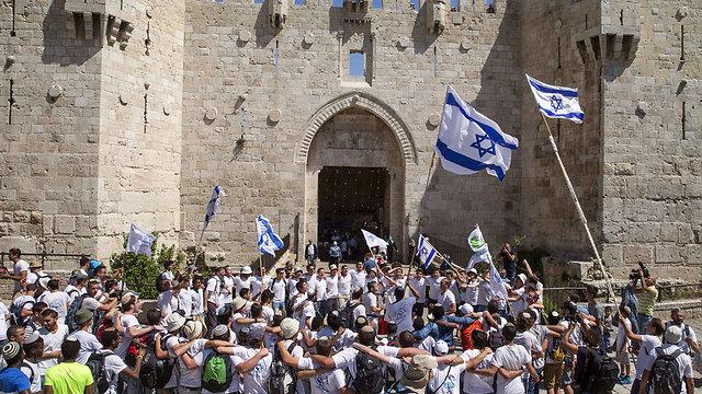 Gerusalemme, nazionalisti israeliani manifestano davanti alla Porta di Damasco