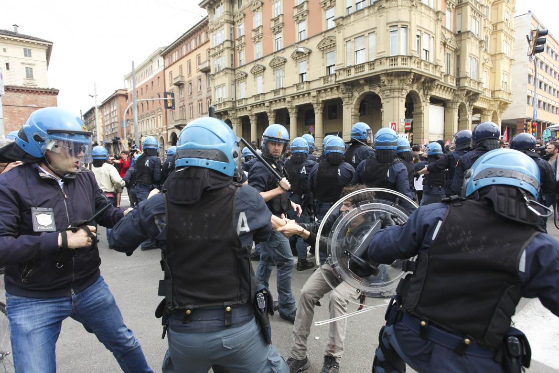 Renzi contestato a Bologna
