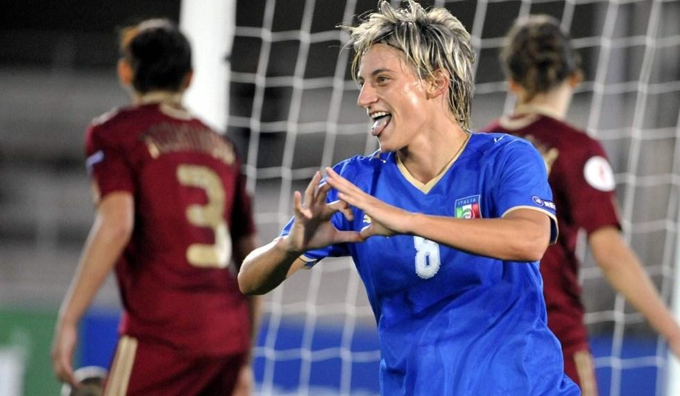 Melania Gabbiadini, sorella di Manolo Gabbiadini, centrocampista del Napoli, unico calciatore a scrivere un tweet di solidarietà