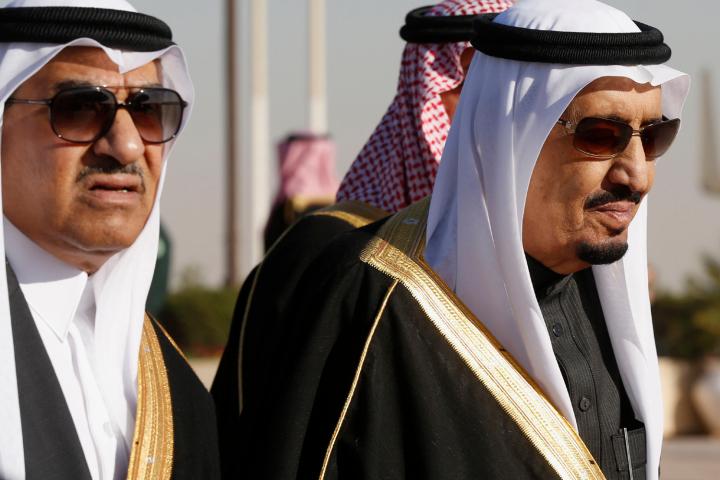 Re Salman dell'Arabia saudita (a destra)