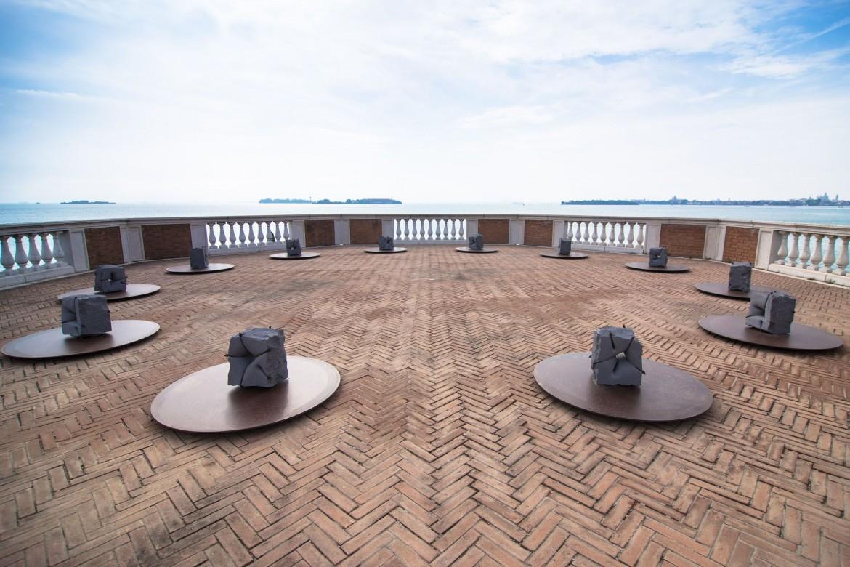 L'installazione di Mikayel Ohanjanyan sull'isola di san Lazzaro