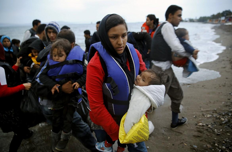 Migranti afghani arrivano sull'isola greca di Kos