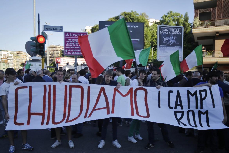 Protesa anti-rom in via Battistini a Roma