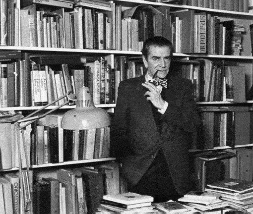 Bruno Zevi nel suo studio