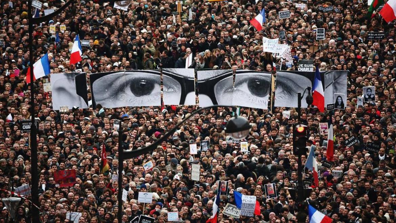 La manifestazione parigina all'indomani della strage dentro la redazione di «Charlie Hebdo»