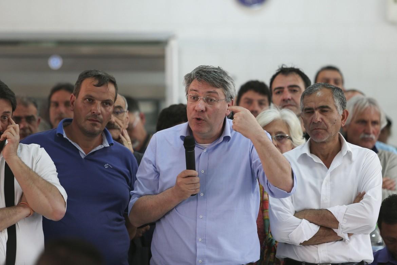 Maurizio Landini in assemblea