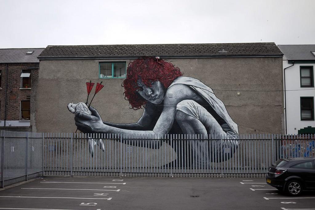 Un'opera su un muro di Belfast  dello street artist MTO