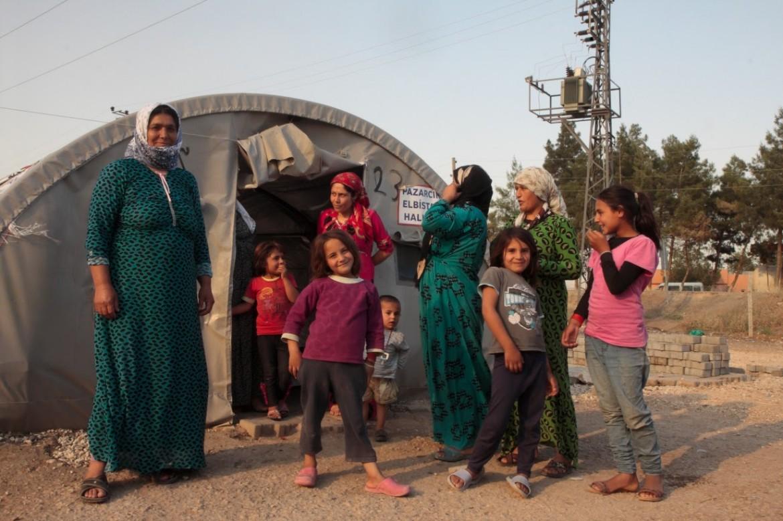 Famiglia siriana nel campo profughi di Soruç
