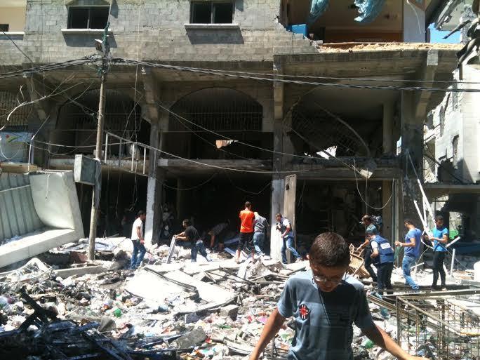 Luglio 2014, Gaza city dopo un bombardamento israeliano