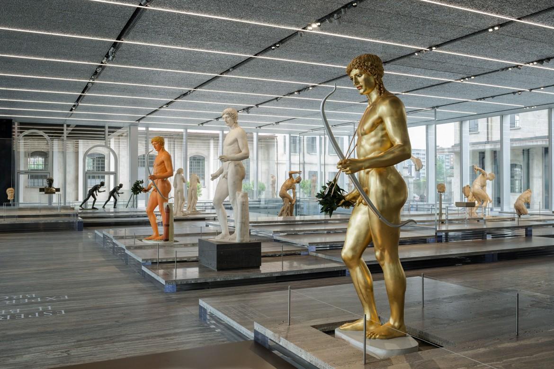 Veduta della mostra «Serial Classic» con l'Apollo di Kassel, Fondazione Prada a Milano, foto di Attilio Maranzano