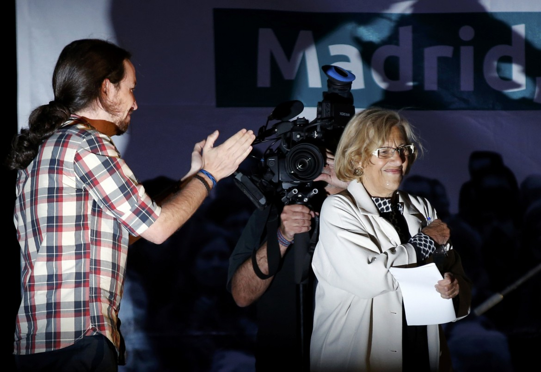 Iglesias e la nuova sindaca di Madrid Manuela Carmena