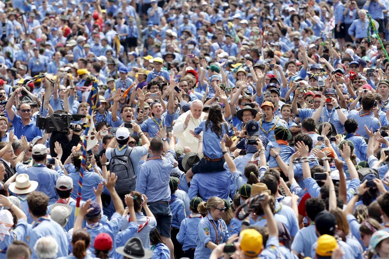Il papa incontra gli scout Agesci a piazza san Pietro