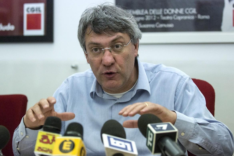 Il segretario generale della Fiom Maurizio Landini nella conferenza stampa di ieri
