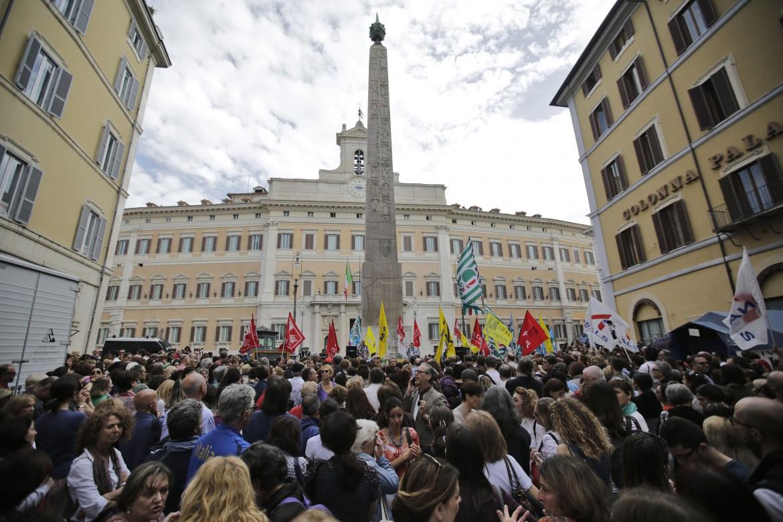 Una manifestazione sindacale contro la riforma della scuola