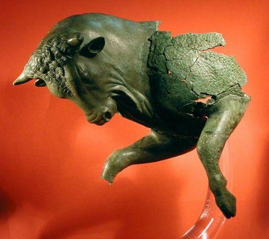 Frammento di toro cozzante