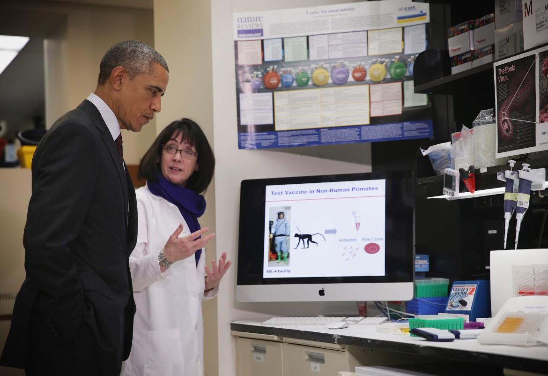 Barack Obama in un centro di ricerca nel Maryland