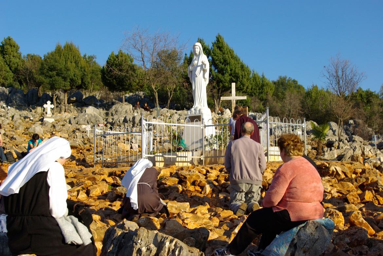 Fedeli in preghiera a Medjugorie