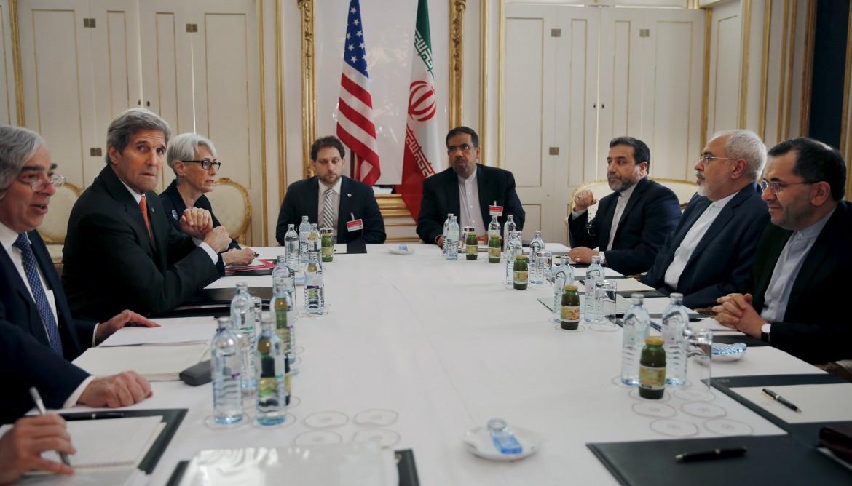 Il tavolo dei colloqui a Vienna sul nucleare iraniano