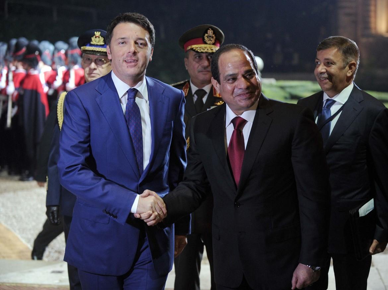 Il premier italiano Matteo Renzi e il golpista Al Sisi