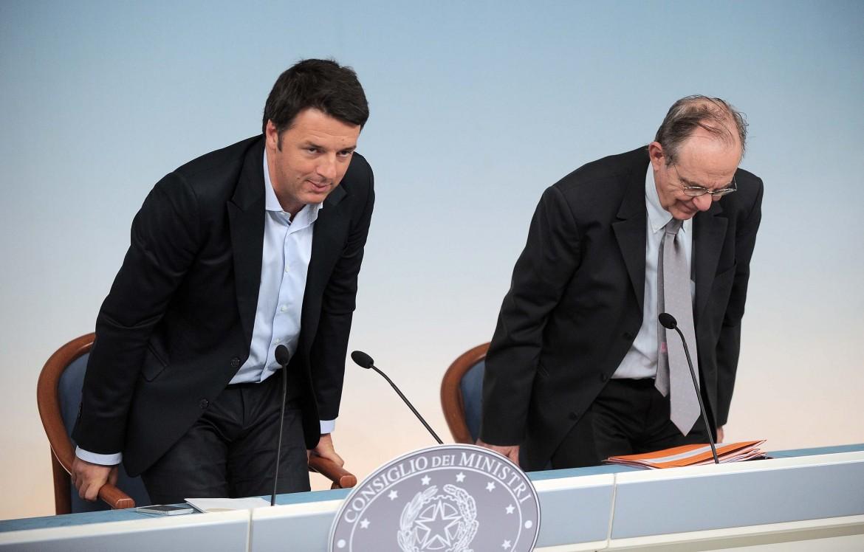 Il preisdente del Conisglio Matteo Renzi, il ministro dell'economia Piercarlo Padoan
