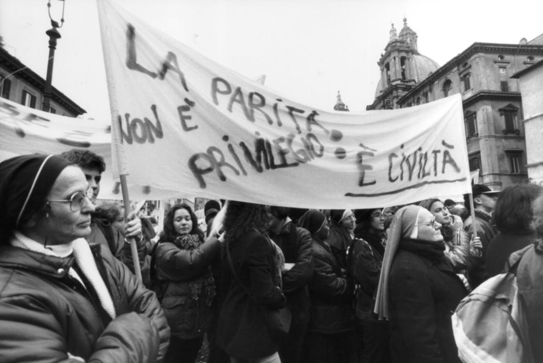 La prima manifestazione di suore a favore delle scuole confessionali, Roma 1998