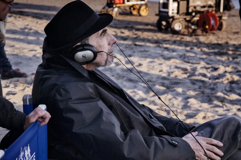Claudio Caligari sul set