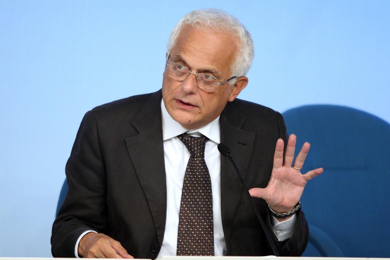 Vincenzo Visco, ministro delle finanze e dell'economia nei governi Prodi e D'Alema