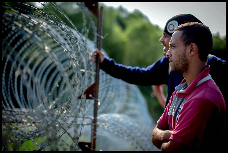 La barriera al confine tra Serbia e Ungheria nei pressi del villaggio di Martonos