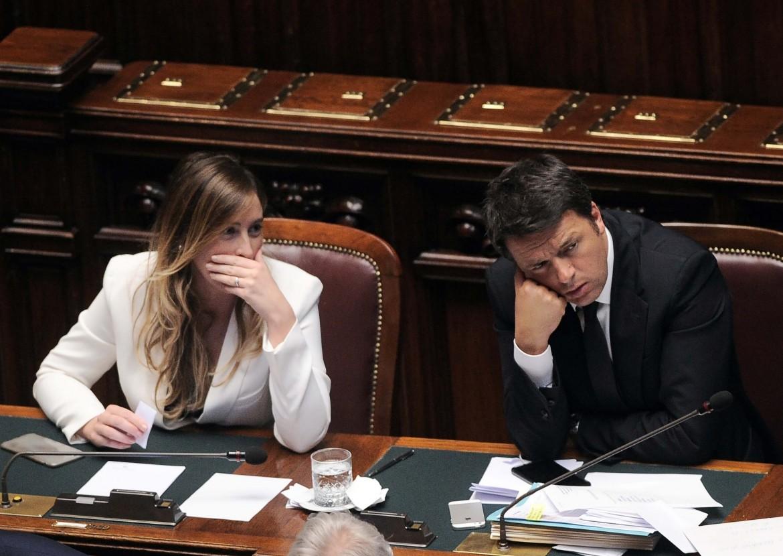 La ministra Boschi e Matteo Renzi in aula alla camera