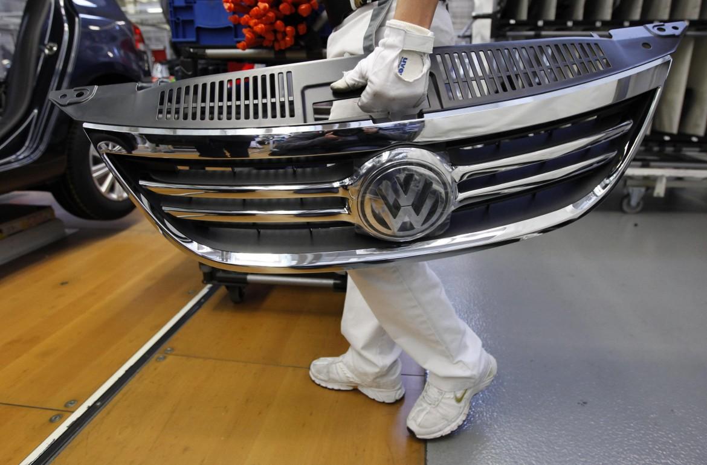 Un operaio Volkswagen