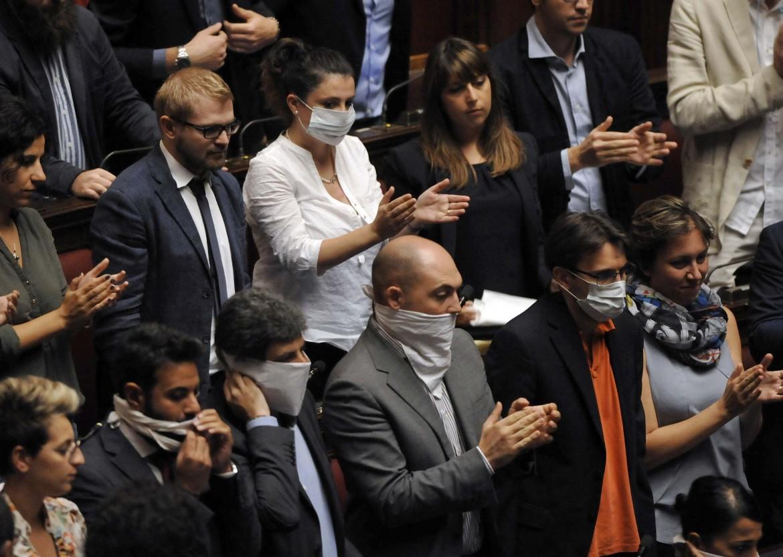 Il governo ha un altra delega in bianco grillo renzi for Parlamento ieri