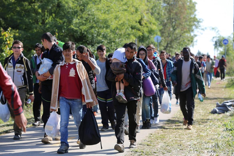 Rifugiati in cammino per le strade europee