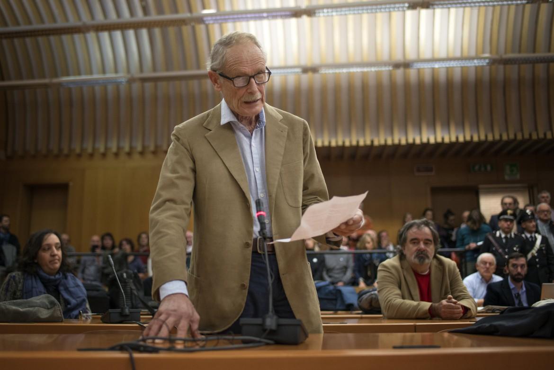 Erri De Luca legge la sua ultima dichiarazione in aula prima della sentenza