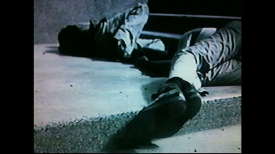 due immagini dal film