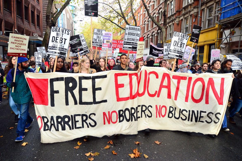 Studenti protestano per l'abolizione delle tasse universitarie