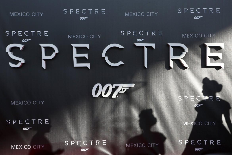 La locandina del film Spectre del 2015