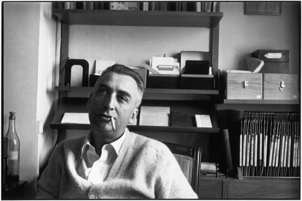 Il semiologo francese ritratto da Cartier-Bresson