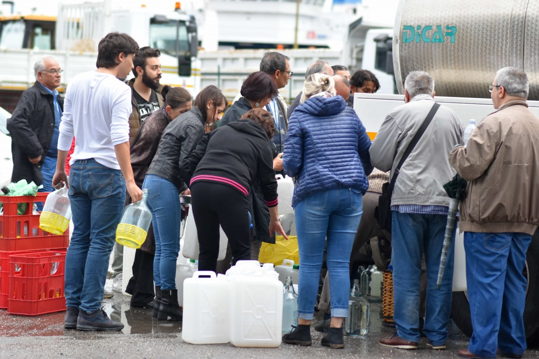 Rifornimento d'acqua a Messina