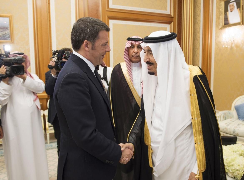 Matteo Renzi e il re dell'Arabia saudita a Ryadh