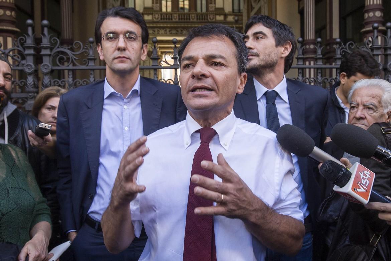 Stefano Fassina con Alfredo D'Attorre e Nicola Fratoianni, tutti deputati di Sinistra italiana