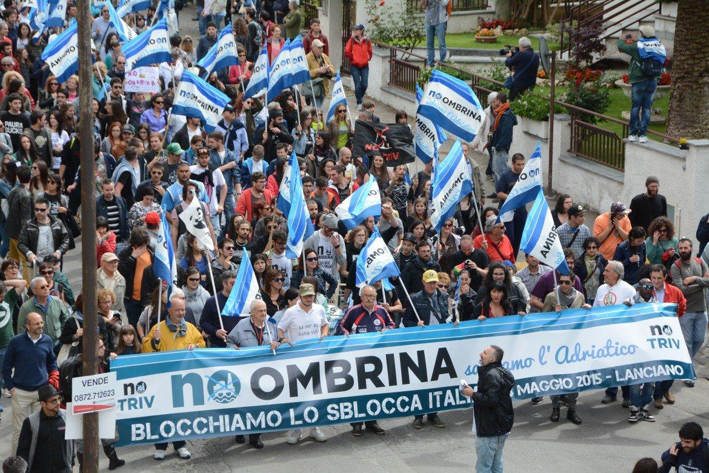 Corteo di protesta contro il progetto Ombrina