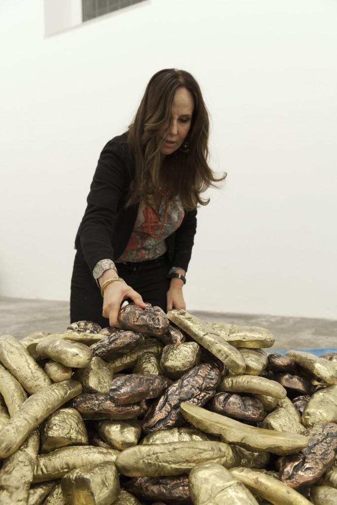Pane al mondo di Chiara Dynys (allestimento presso la Fondazione Pomodoro)