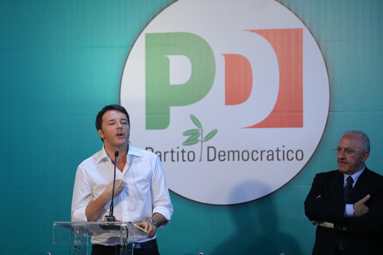 Il presidente del consiglio Matteo Renzi con il governatore della Campania Vincenzo De Luca
